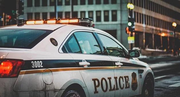 在美国被警察拦下该如何应对1